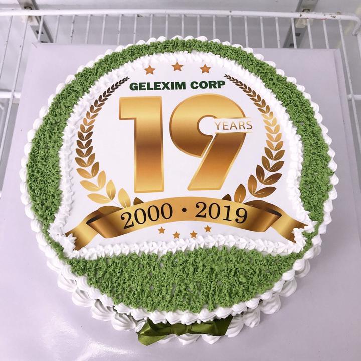 Tặng bánh kem sinh nhật có in logo công ty