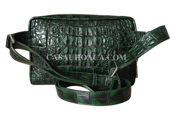 Mặt sau túi đeo chéo da cá sấu 00901