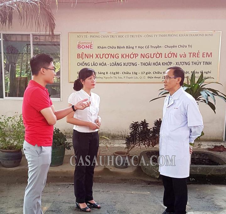 Bác sĩ Trần Văn Nam trả lời phóng viên