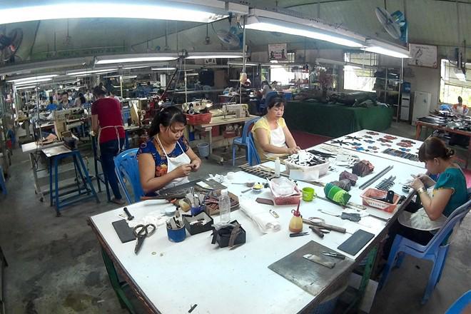 Xưởng sản xuất đồ da cá sấu
