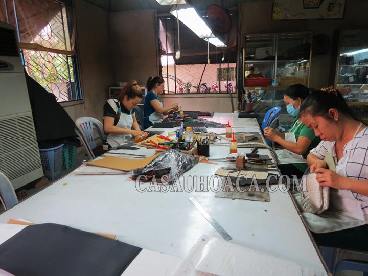 Xưởng sản xuất túi xách nữ da cá sấu