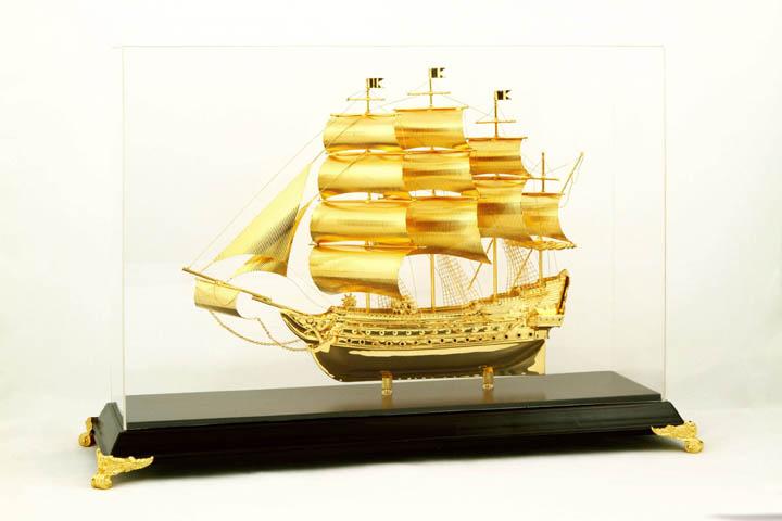 Thuyền buồm để bàn