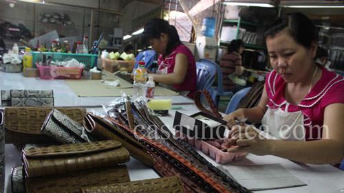 Xưởng sản xuất thắt lưng da cá sấu