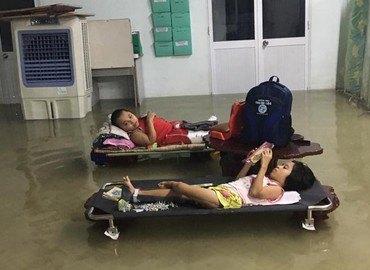 Cơn bão đi qua nỗi buồn để lại hãy giúp các em xương thủy tinh