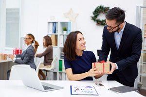Kinh nghiệm chọn quà tặng sinh nhật ý nghĩa cho sếp nam