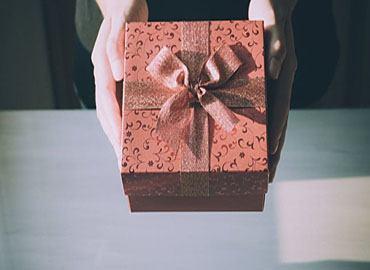 Sinh nhật người yêu nên làm gì? Có nên tặng quà cho người yêu cũ?