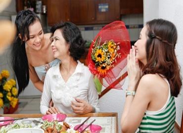 Tặng quà sinh nhật cho mẹ người yêu cần làm gì? Sinh nhật mẹ người yêu nên tặng gì?
